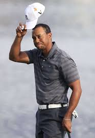 tiger woods tips his hat to the gallery after finishing his third round of play at