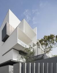Text: Borden Tseng The R-House compound is composed of 6 individual single-family  houses which are arranged in a linear relationship on a rectilinear plot.