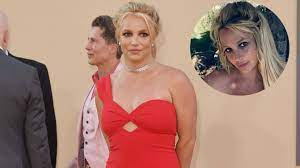 Britney Spears Posts Topless Picture On ...