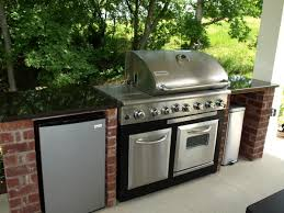 outdoor kitchens cooking areas