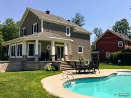 maison avec piscine creusée dans le boisé des chanterelles