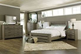 Master Bedroom:: Love the layout of the room... vanity area before