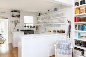 Attraktive Weiße Schwimmende Regal Zu Speichern Glas Küche Elemente