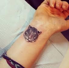 Một hình xăm nốt nhạc nhỏ trên cổ tay là một sự lựa chọn hoàn hảo cho những ai yêu âm nhạc. Hinh Xăm Dá»… ThÆ°Æ¡ng Mini Tatto Nhỏ Dá»… ThÆ°Æ¡ng Cho Nữ