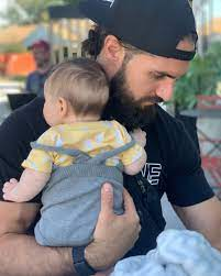 Becky lynch and seth rollins took to instagram today to introduce their newborn daughter to the world. Wwe Star Becky Lynch Shares New Photo Of Seth Rollins And Baby Roux