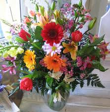 different colored flower arrangements with pretty vase | Myarrangement is  airy, like a spring bouquet