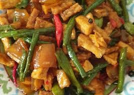 Panaskan 3 sdm minyak sayur di dalam wajan, lalu tumis irisan bawang merah dan bawang putih hingga harum 5. Resep Tumis Kacang Panjang Cecek Yang Menggugah Selera Resep Enyak
