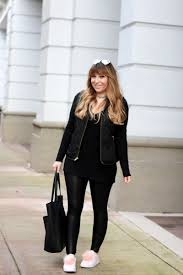 fashion blogger stephanie pernas styles a casual leather leggings outfit idea