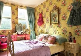 bedroom: Beautifull Wallpaper With Flower Accent In Vintage Bedroom Decor  And Pleasant Bed Inside Cute
