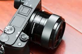 sony 35mm 1 8 e mount. close up of sony-e-35mm-f1-8-oss lens on sony 35mm 1 8 e mount
