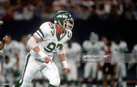 Defensive lineman Don Baldwin of the New York Jets pursues the play... News  Photo - Getty Images