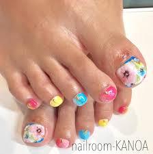 お花のカラフルフットネイルnailroom Kanoa所属nailroom Kanoaの