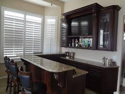 ... Custom built in bar in Las Vegas home (3) ...