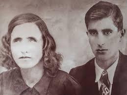 Kết quả hình ảnh cho người vợ mù đi với chồng