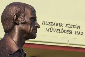 Файл:Bust of Zoltan Huszarik - Domony.JPG — Вікіпедія