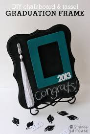 here is a fun gift idea that is perfect for a graduate a diy photo frame with tassel holder