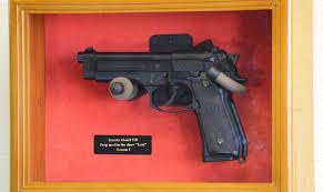 com single pistol display case wall mount solid hardwood