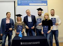 Вручение дипломов выпускникам программы Управление компанией  Вручение дипломов выпускникам программы Управление компанией прикладные технологии