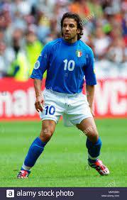 Fußball: Gelredome Arnhem, Niederlande 11.06.2000, UEFA Euro 2000 Turnier,  Gruppenphase (Gruppe B), Türkei (rot) vs Italien (blau) 1:2 - - - -  Alessandro Del Piero (ITA Stockfotografie - Alamy