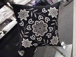 Ullbroderi Materialsats Till Kudde ウール刺繍キット 雪の結晶のクッション黒