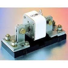 bussmann 1bs101 modular fuse block 600 volt 100 amp 1 pole 14 bussmann 1bs101 modular fuse block 600 volt 100 amp 1 pole 14 2 awg wire 1 4 inch 20 x 1 2 inch hex bolt stud mount molded black phenolic base
