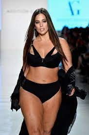 """Ashley Graham in neuer """"Swimsuits for ..."""
