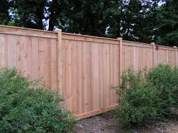 Creative Backyard Fence Ideas For Garden Edging And Privacy Design: Stylish  Pine Wood Unpolished Stockade Backyard Fence Ideas With Green Garden Outdoor  ...