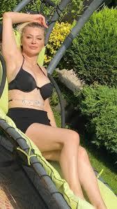 Songül Karlı'nın bikinili pozları olay oldu