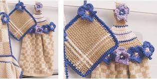 Crochet Towel Topper Pattern Inspiration Lovely Crocheted Towel Topper Pot Holder Set [FREE Crochet Pattern]