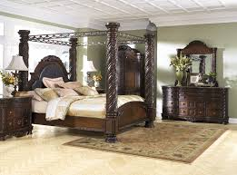 North Shore 7 Pc. Bedroom - Dresser, Mirror & King Poster Bed with ...