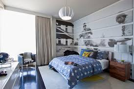 the corner here becomes a natural extension of the wall behind the bed thanks to the