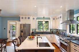 eat-in kitchen with island and sink traditional-kitchen