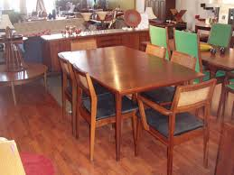 vine danish modern dining table in walnut table w two leafs and 6 chairs