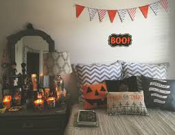 fall bedroom decor. minus the fall decor i love this bedroom b