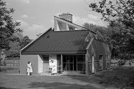 vanna venturi house west elevation
