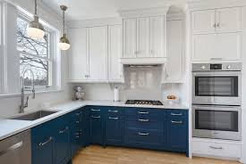 two tone kitchen cabinets a concept still in trend 2 tone kitchen cabinets home design pictures