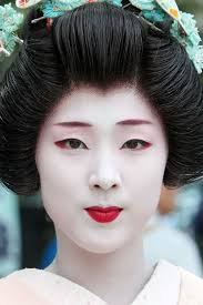 white geisha makeup photo 1