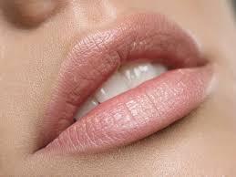 как проводится перманентный макияж губ в салонах татуажа в москве и
