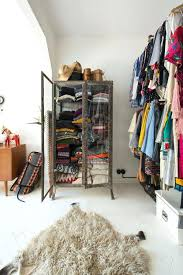 best way to hang clothes in closet closet how to hang up clothes without closet what clothes should you hang in your closet