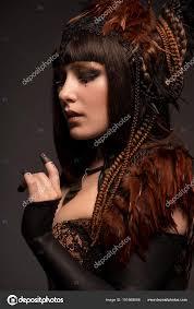 Portrait Une Femme Brunette Avec Dark Gothique Maquillage