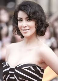 short hairstyles for thick wavy hair and round face 125