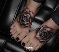 фото татуировки розы в стиле реализм татуировки на ступне