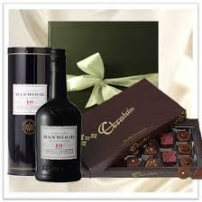 Buy unique Christmas Hampers with Twisted Ribbon. Get latest Christmas gift  hampers and gift baskets at best price.