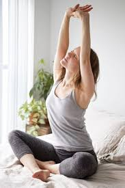 5 easy morning stretches in bed