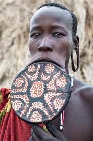 what african tribe has lip plates