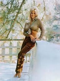 "The incomparable Linda ""Miss Hurst Golden Shifter"" Vaughn. | Linda vaughn,  Racing girl, Drag racing"