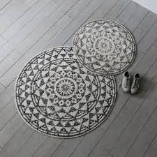 round geometric bath mats