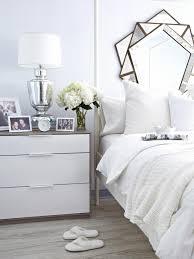 White on white guest bedroom makeover camera da letto di