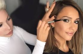 jessica alba always looks fanciful interjection to her makeup artist now some luminary makeup pros are dishing a mud on what it s unequivocally like
