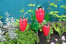 Decorated Plastic Bottles Amazing Ideas on How to Reuse Plastic Bottles in Garden 78